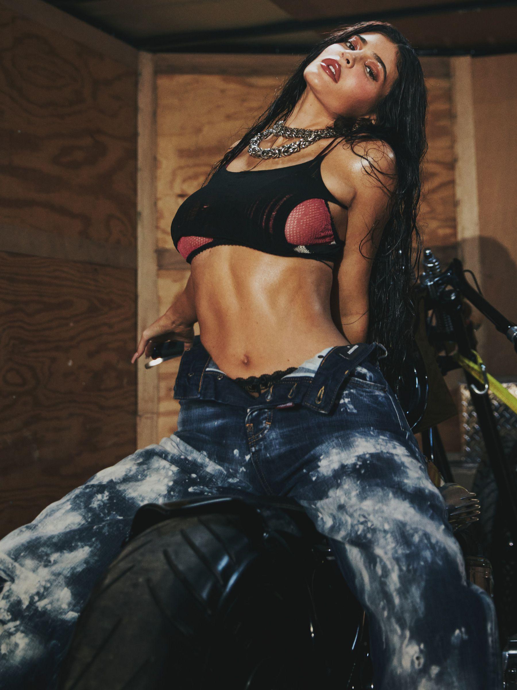 Kylie Jenner Sexy Photoshoot