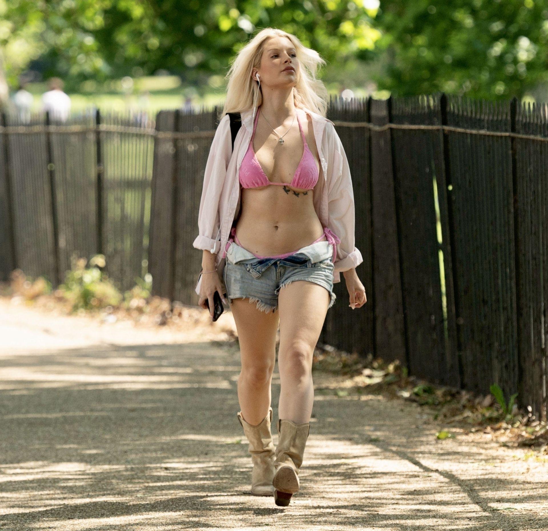 Lottie Moss Sexy Body