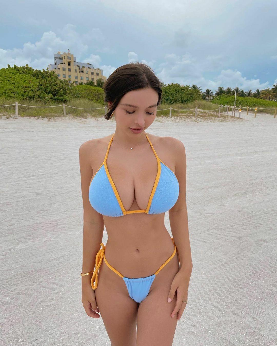 Sophie Mudd Gorgeous Boobs In Bikini