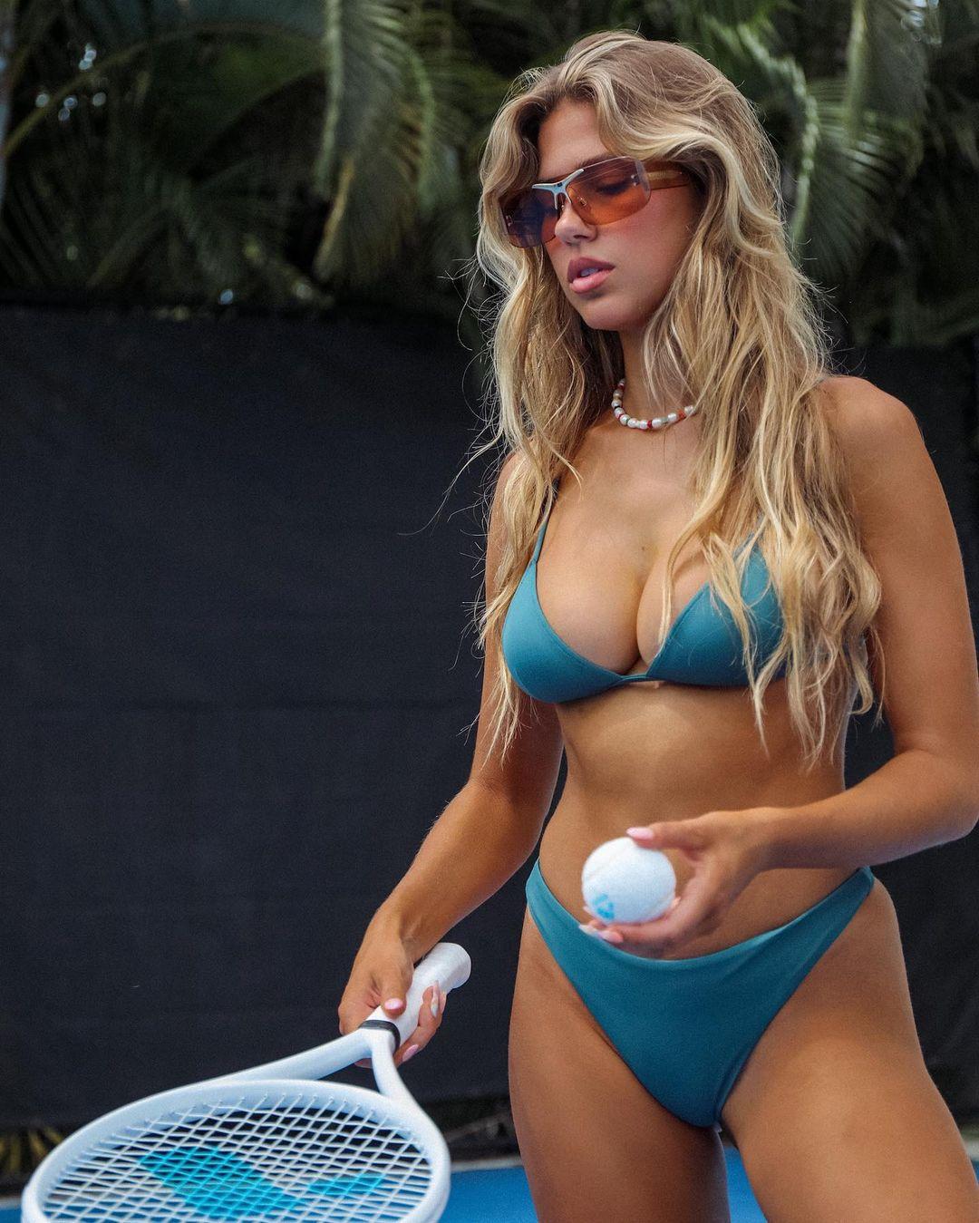 Kara Del Toro In Bikini