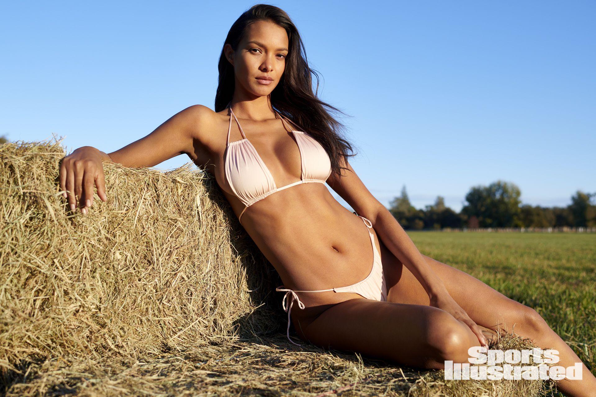 Lais Ribeiro Sexy Bikini Pics