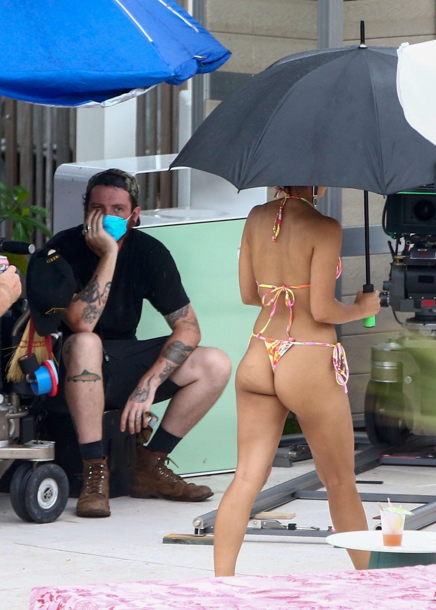 Camilia Mendes Lovely Ass In Thong Bikini