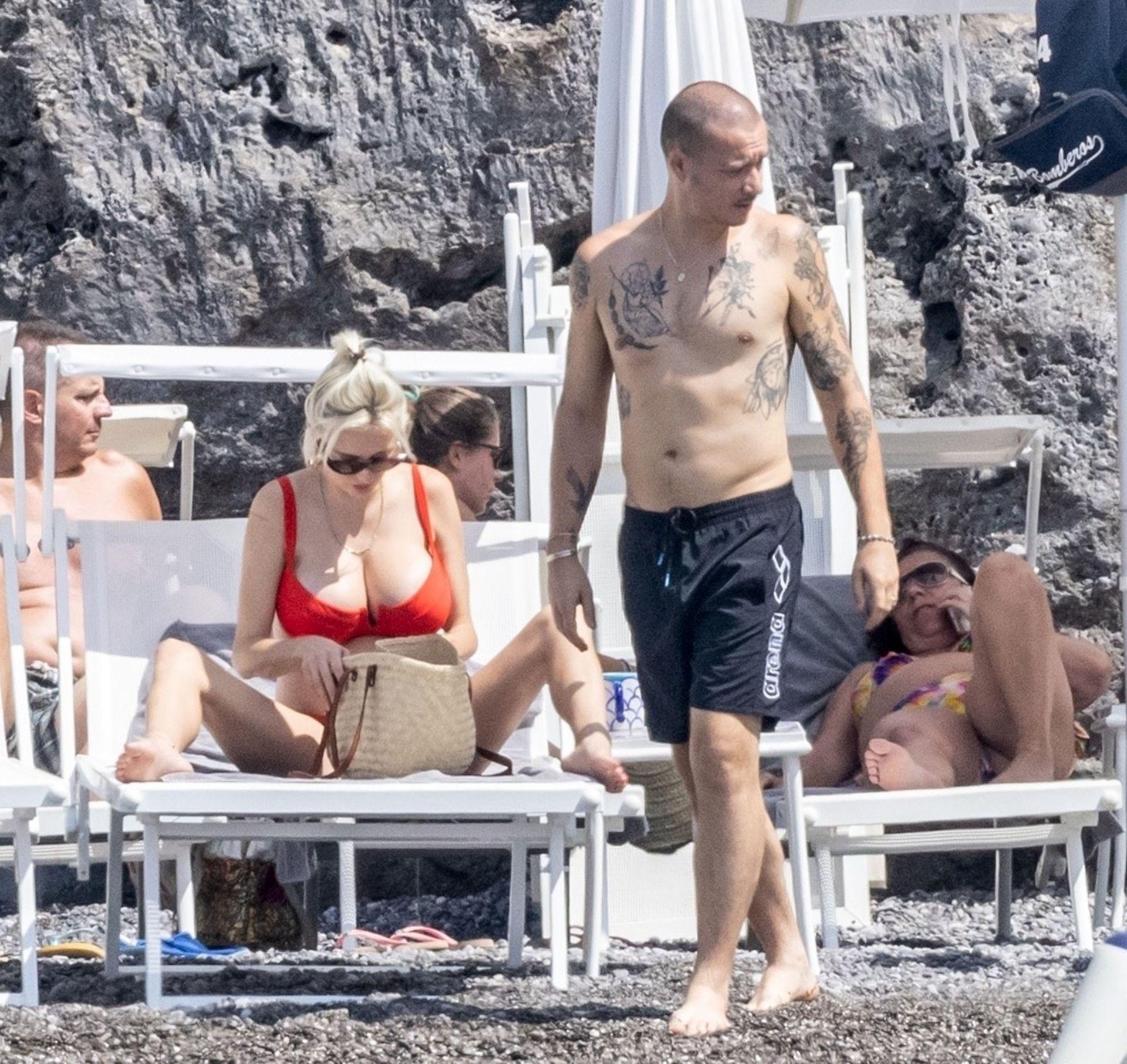 Caroline Vreeland Huge Breasts In Bikini