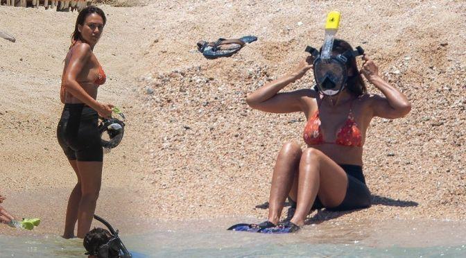Jessica Alba – Sexy Boobs and Ass on a Beach in Cabo San Lucas