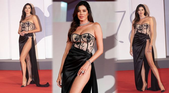 """Aida Yespica – Sexy Legs at """"The Lost Daughter"""" Premiere in Venice"""
