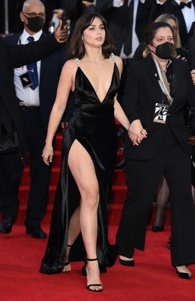 Ana De Armas Sexy Legs