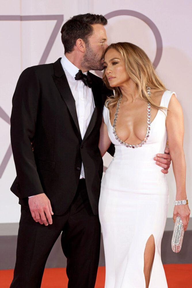 Jennifer Lopez Braless Cleavage