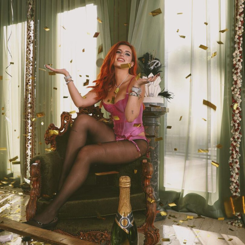 Bella Thorne Gorgeous Boobs And Legs