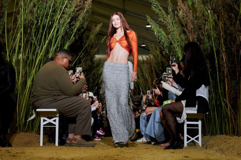 Gigi Hadid Spectacular Toned Body