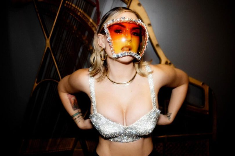 Jojo Beautiful Big Breasts