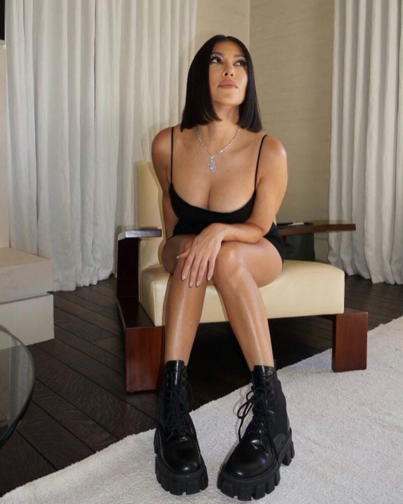 Kourtney Kardashian Gorgeous Legs And Cleavage