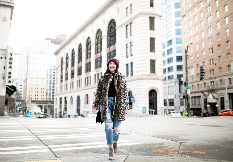 Leopard coat street style fashion blogger