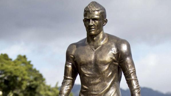 A estátua de Cristiano Ronaldo