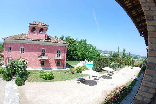 Wijnboerderij met suites en appartementen in Piemonte Italie