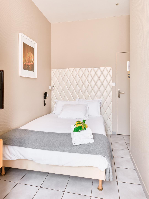 Hôtel Lemon - Menton - Chambre rez de chaussée - Lit