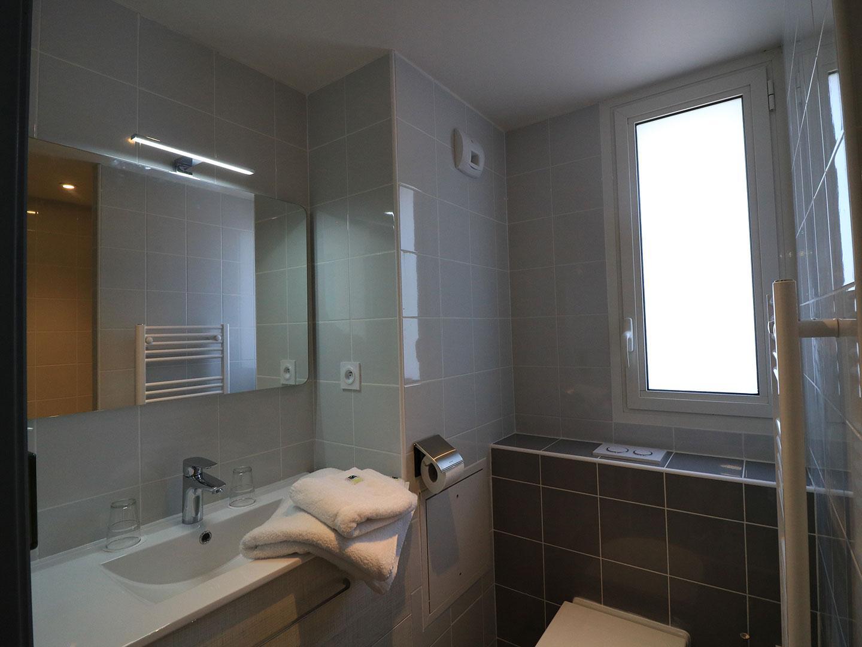 Hôtel Le Virevent Saint Raphaël - Salle de bain - 301