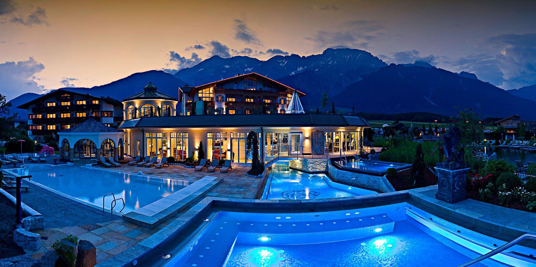 Alpenresort Schwarz  Wellness Tempel mit Whirlpoolzimmer