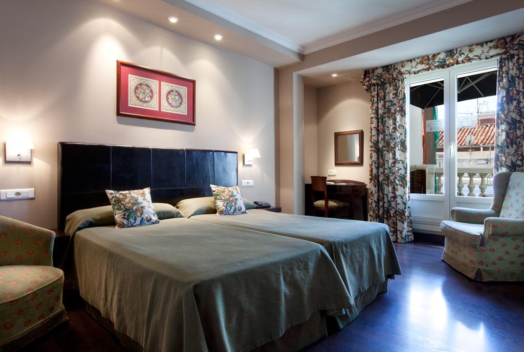 Hotel en la Puerta del Sol de Madrid  Hotel Moderno