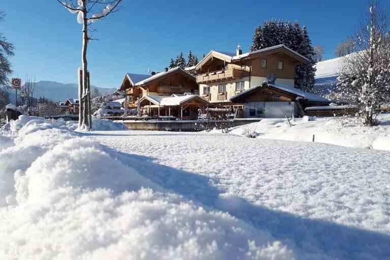 winter in maria alm im hotel sonnenlicht