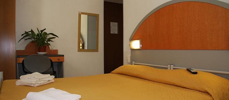 Camera Matrimoniale Bagno In Comune  Hotel Adelchi Milano