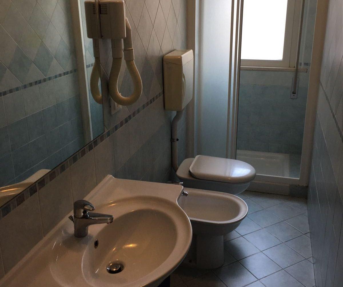 bagno appartamenti adriana