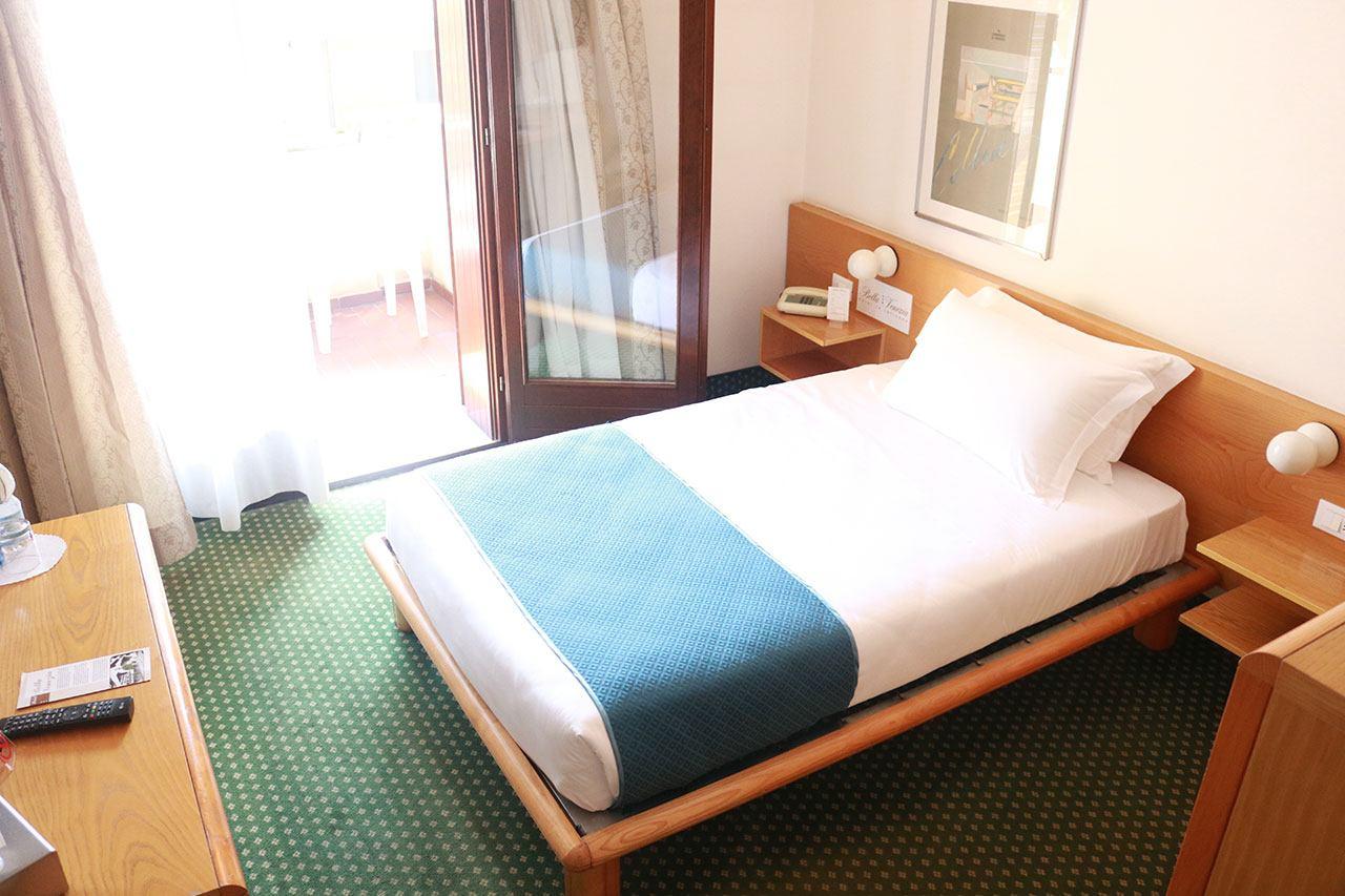 letto-singolo-camera-latisana – Hotel Bella Venezia