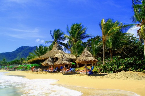 Hotel Isla Caribe Beach Resort  Hoteles y Posadas en El Tirano Nueva Esparta