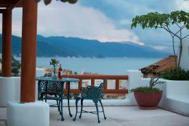 hoteles-boutique-de-mexico-hotel-luna-liquida-puerto-vallarta-brindis-terraza