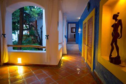hoteles-boutique-de-mexico-hotel-luna-liquida-puerto-vallarta-pasillo-sol