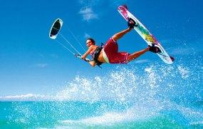 hoteles-boutique-de-mexico-la-rutina-aburre-conoce-los-deportes-mas-novedosos-que-puedes-practicar-este-verano-kitesurfing
