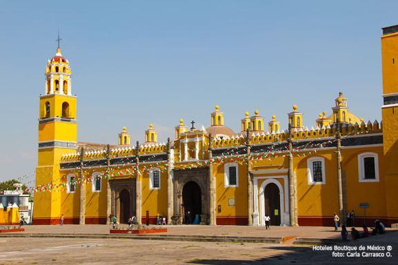 Hoteles-Boutique-en-Mexico-conociendo-cholula-a-pie-iglesias-en-cholula