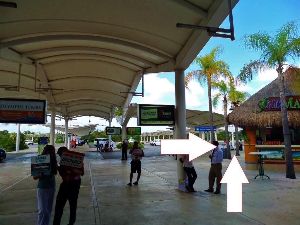 Margarita Ville en el Aeropuerto de Cancún