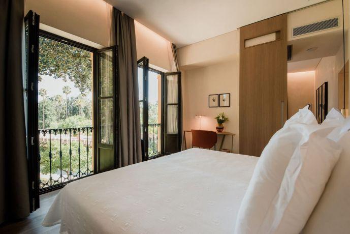 Amazing location, in a quiet pedestrian area, close to … Apartamentos Suites Murillo Plaza de Santa Cruz