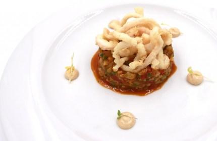 Salteado de calamar y verduritas de nuestra huerta y emulsión de ajo tostado