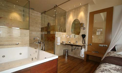 Las habitaciones y suites con jacuzzi  Hotel Spa Felisa