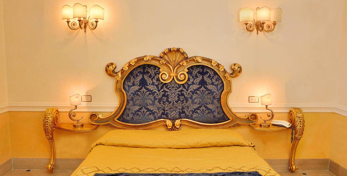 Fondamentali in qualsiasi ambiente domestico, le camere da letto devono essere accoglienti, confortevoli, raffinate e possibilmente realizzate su misura delle esigenze di grandi e piccini. Camere Dormire A Giardini Naxos Hotel Hellenia Yachting