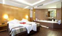 Jacuzzi Suite Rooms Hotel Sb Icaria Barcelona - Official