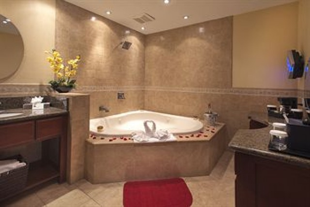King Bed Room Suite Jetted Tub At The Hotel Iris
