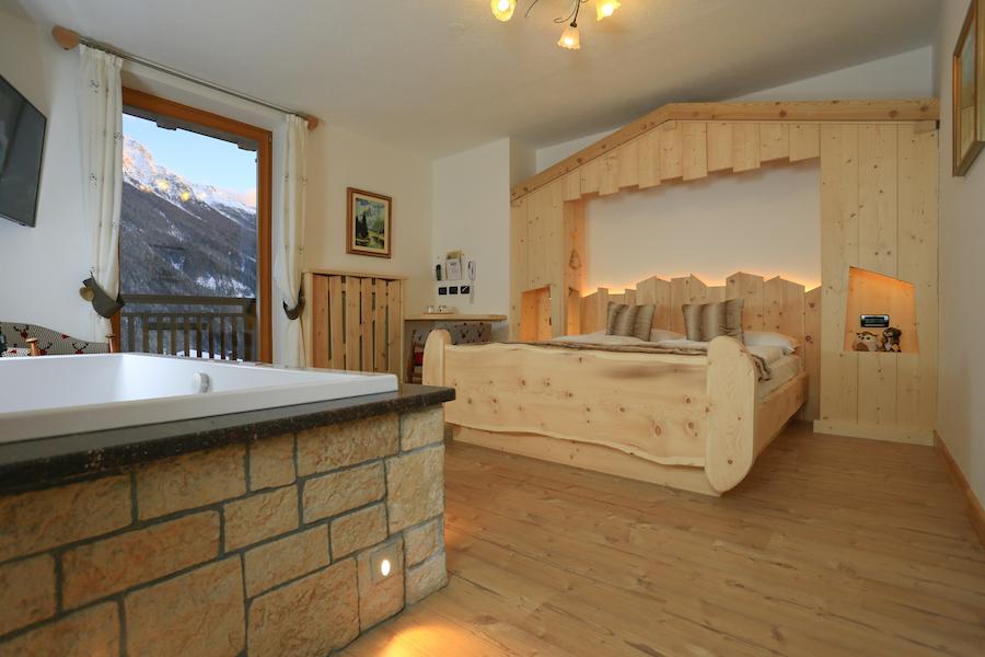 Hotel Con Suite E Camere A Tema Val Di Fassa  Hotel La Grotta