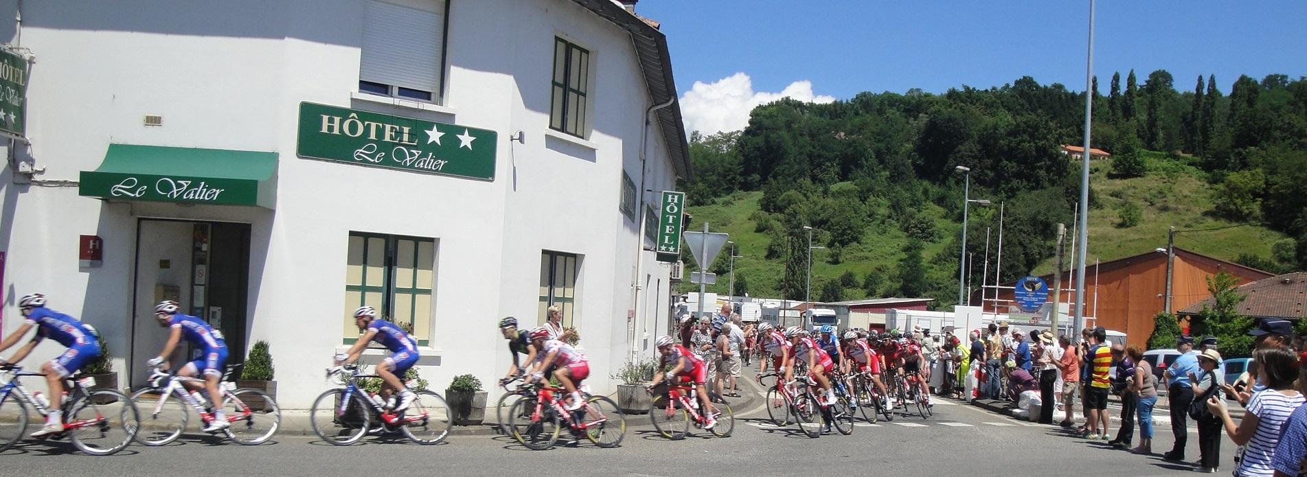 Hôtel Le Valier, Ariège - Vue façade Hôtel lors du passage du Tour de France, Cyclisme, Montagne