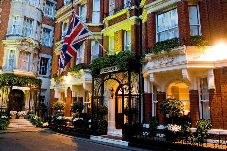 Entrada do hotel Dukes em Londres