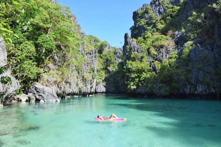 Small lagoon na ilha de Miniloc