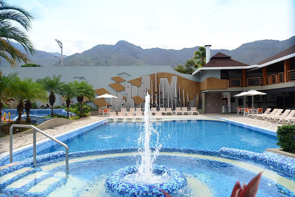 Piscinas  Hotel Pipo Internacional