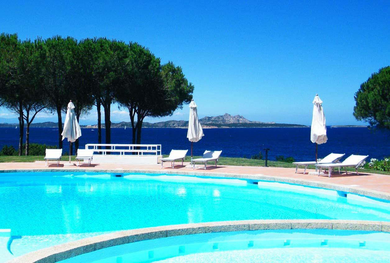 Piscina sul mare Costa Smeralda  Baja Sardinia  Hotel