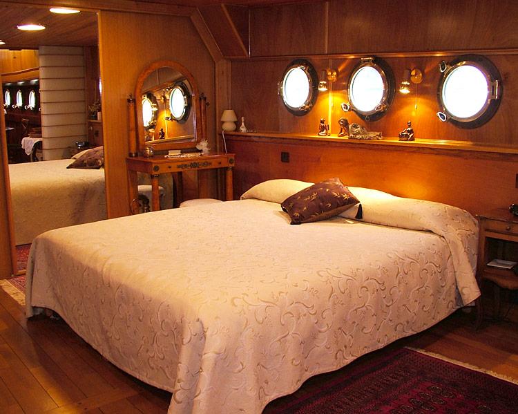 Bateau Simpatico  Chambre dhte insolite  Paris  Hotelsinsolitescom