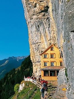 Berggasthaus Aescher  Maison dhtes insolite en Appenzell  Hotelsinsolitescom