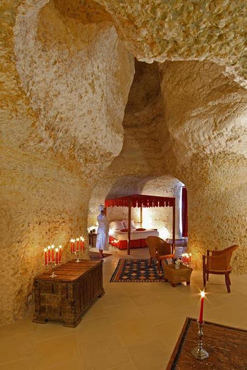 Chateau de Chissay  Chambre troglo au chateau  Hotelsinsolitescom