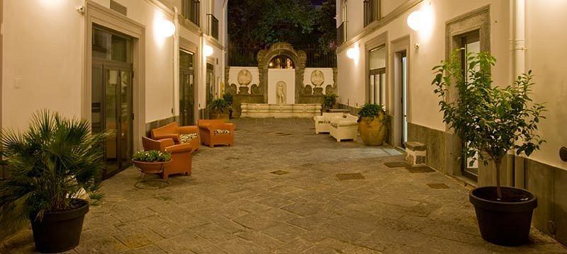 Hotel piazza Bellini, albergo 3 stelle Napoli