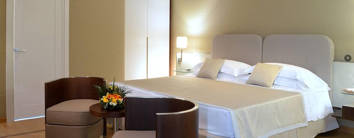 Una camera - Hotel Palazzo Esedra, Napoli