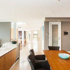 Cutler Kitchen And Bath Cart With Stools Luxurious Waterfront Clontarf 悉尼 Nsw Cutler厨房和浴室